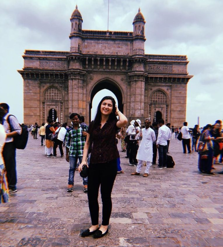 A Georgetown student on the immersion trip in Mumbai, India.